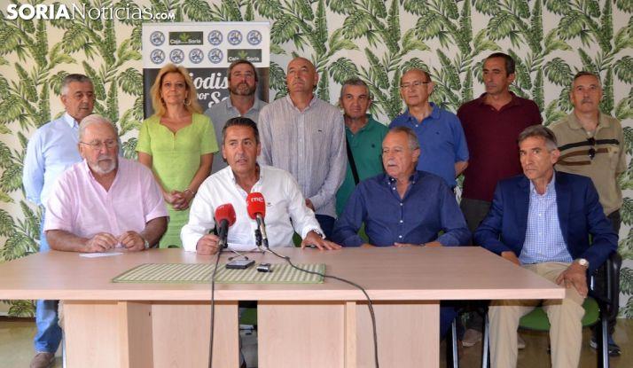 Imagen de la rueda de prensa este viernes. Sentados, Iturmendi (izda.), Sanz, De Miguel y Asensio. /SN,
