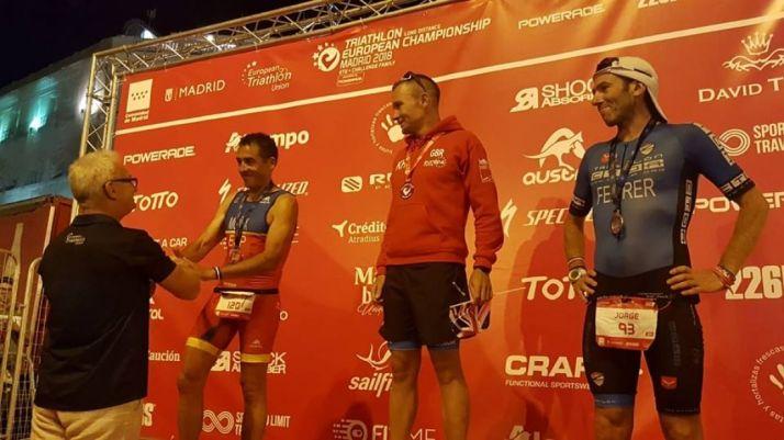 Jesús Monux recibe la medalla de plata en Madrid. Triatlón Soriano