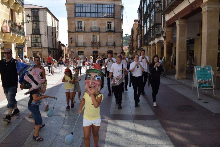 Foto 1 - Discomóvil para las fiestas del Casco Viejo