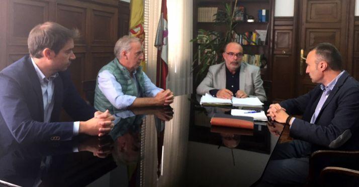 Una imagen de la reunión este martes. /FOES