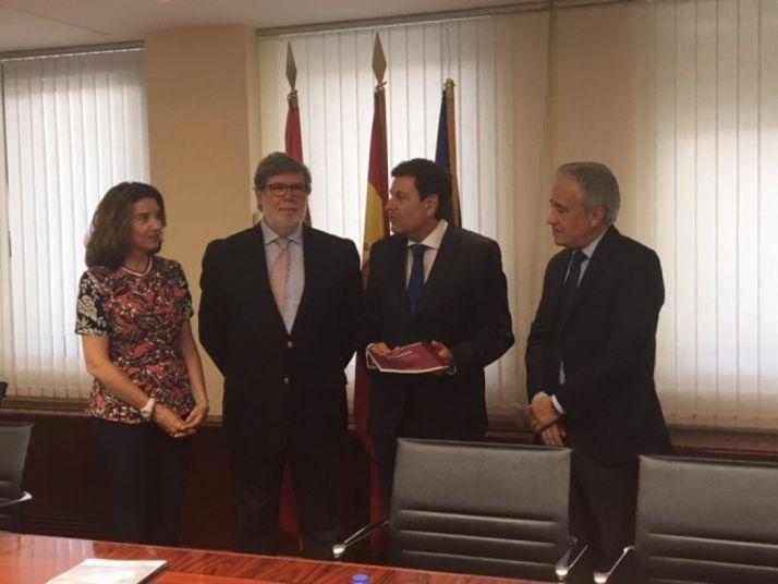 La reunión mantenida con el Consejero de Empleo de la Junta de Castilla y León. FOES