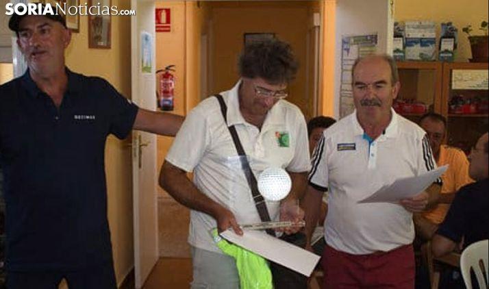 Rodríguez, en el centro, en la entrega de trofeos. /SN