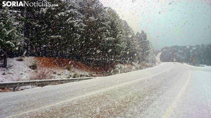 Nieve en una carretera soriana.