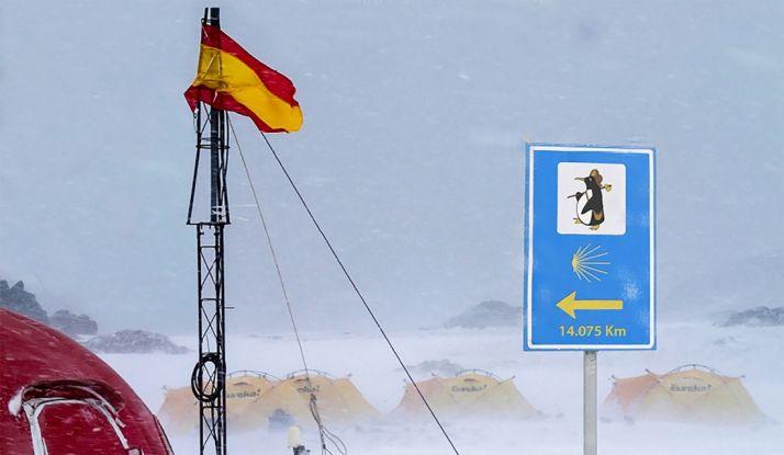 Foto 1 - El Casino acoge la expo 'De la Antártida a Santiago de Compostela'