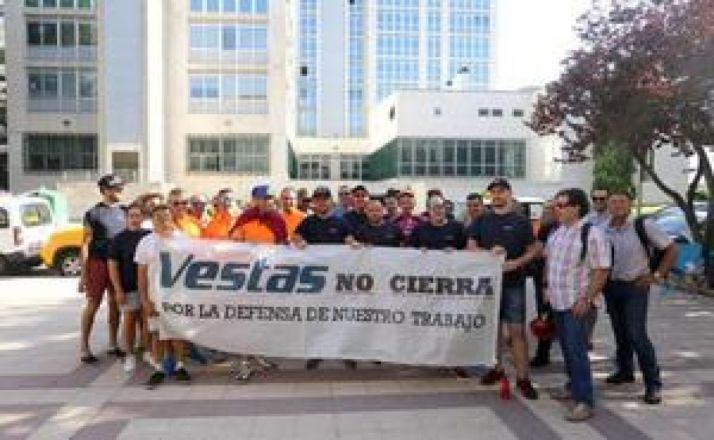 """Foto 1 - Los obispos de Astorga y León piden a Vestas que """"reconsidere"""" el cierre y """"dialogue"""" con los sectores implicados"""