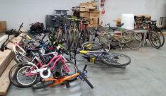 Las bicicletas recogidas antes de su puesta a punto.