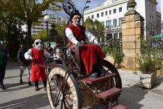 Foto 2 - Sorpresa e inquietud con el espectáculo de calle 'Entremundos'