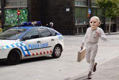 Foto 3 - Sorpresa e inquietud con el espectáculo de calle 'Entremundos'