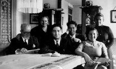 Gaya Tovar, (izda.) con su esposa e hijos en una imagen familiar de 1935. /ASRD