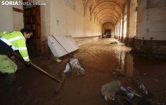 Una imagen de los efectos de la riada en el claustro. /SN