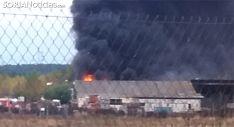 Imagen de la humareda y del fuego en la nave. /SN