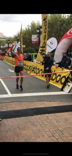 Fernández Pinedo vence en la maratón de Logroño. Cedida
