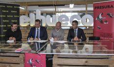 Joaquín Alcalde (izda.) José Ángel Torres, Antonio López Calvín; y José Antonio Cavero en la firma del acuerdo. /CM