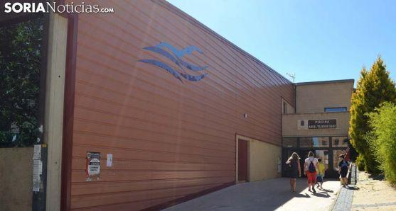 Imagen de la entrada a las piscinas 'Ángel Tejedor' en la capital. /SN