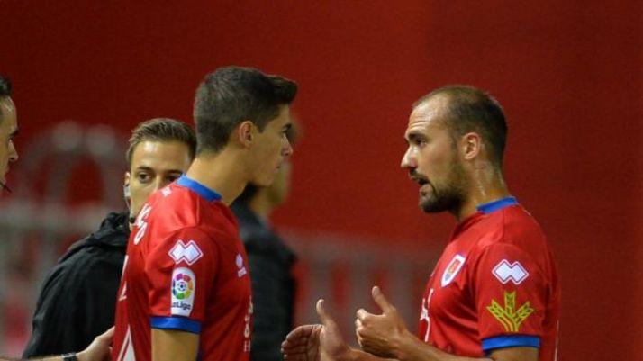 Nacho releva a un lesionado Unai Medina en Los Pajaritos. LaLiga