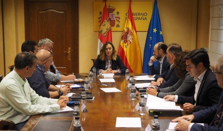 La delegada del Gobierno, en la reunión con agrupaciones sindicales. /EP