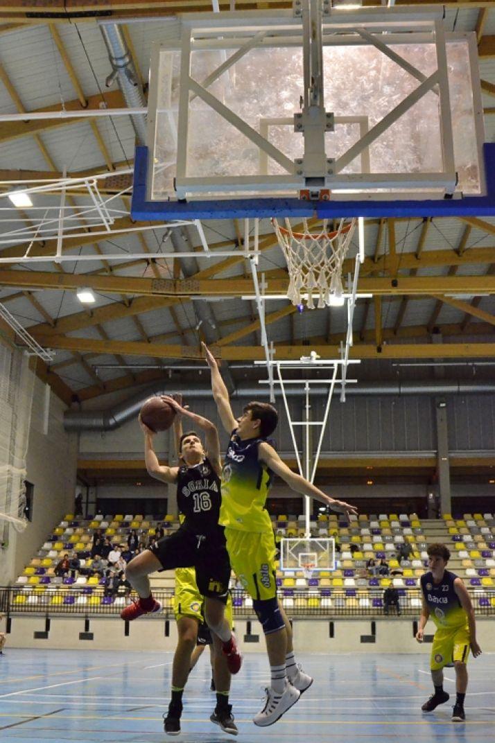 Foto 1 - El Soria Baloncesto sigue sumando con dificultad