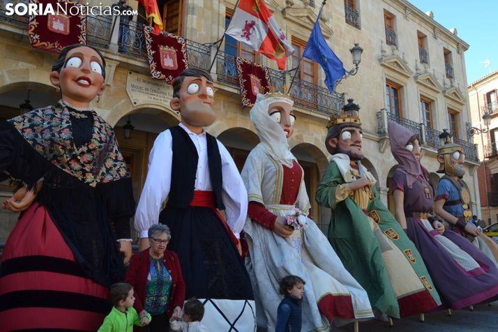 VIDEO Y FOTOS: Soria presume de comparsa de Gigantes y Cabezudos