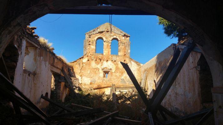 Imágenes de la iglesia de Valdegrulla después del robo.