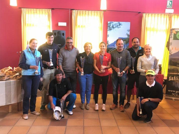 Foto 1 - Julia Palacios y Mario Rodríguez, ganadores del Trofeo San Saturio de golf