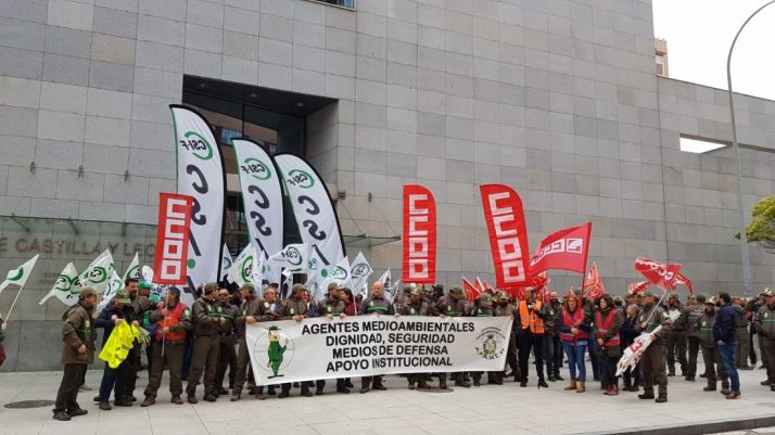 Foto 1 - Agentes medioambientales se concentran para exigir medidas por su seguridad