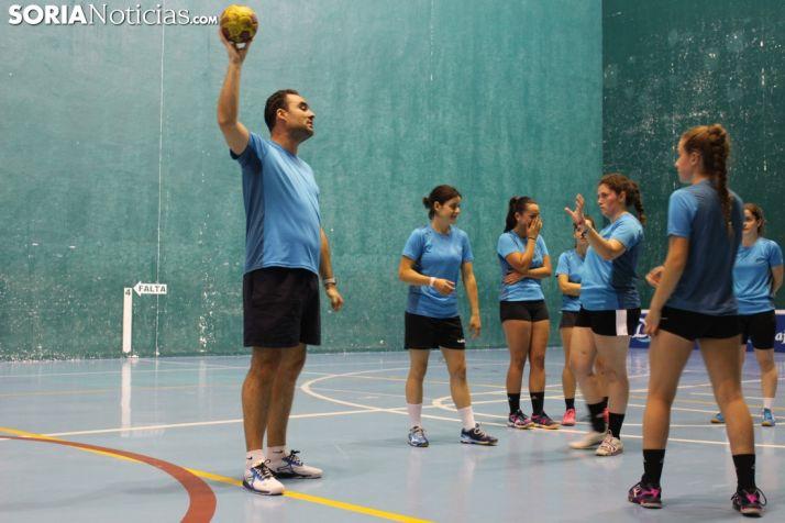 Entrenamiento del Balonmano Ágreda en el Polideportivo Fermín Cacho. SN