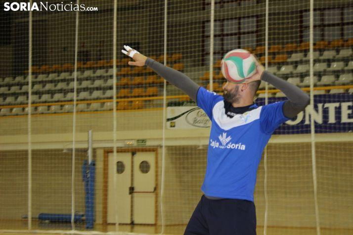 Manu Salvador se ejercita durante un entrenamiento en Los Pajaritos. SN