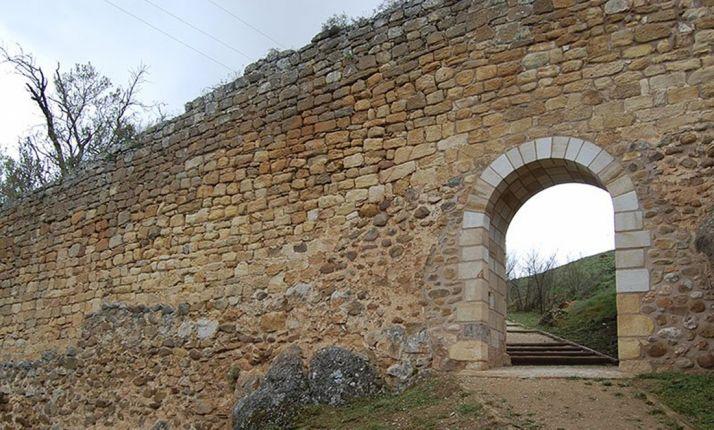 Un tramo de muralla en la zona de San Ginés.