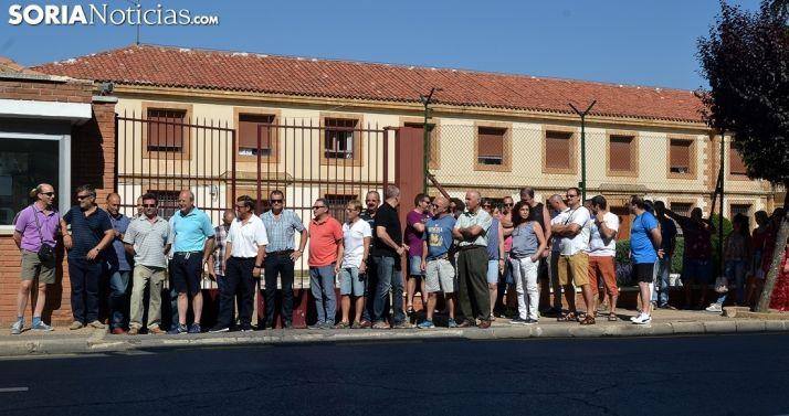 Funcionarios de prisiones en una concentración este verano en la puerta del centro penitenciario. /SN