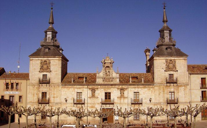 Imagen exterior del edificio, enclavado en plena plaza Mayor burgense.