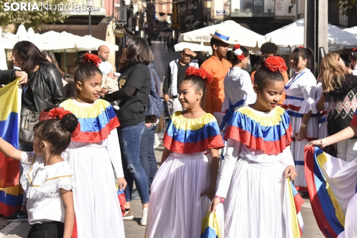 Desfile de las XX Jornadas Interculturales.