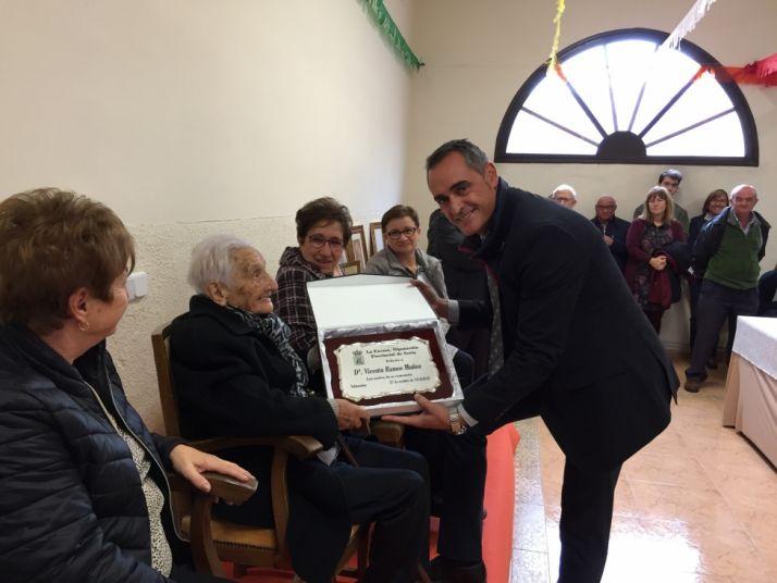 Homenaje en Valdenebro a la centenaria Vicenta Ramos Muñoz