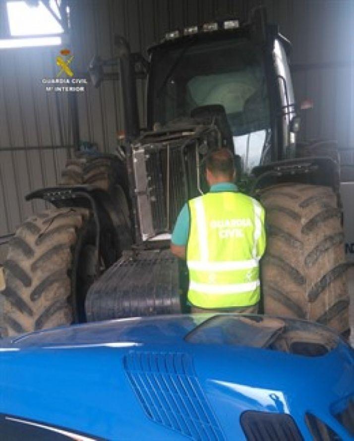 Foto 1 - Dos detenidos por robar un tractor en la comarca leonesa de Babia