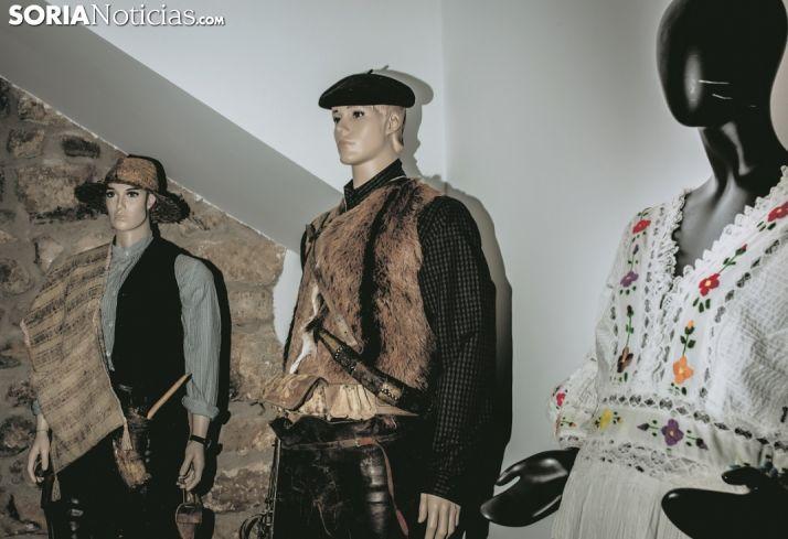 Vestimenta tradicional de un campesino y un pastor. Carmen de Vicente