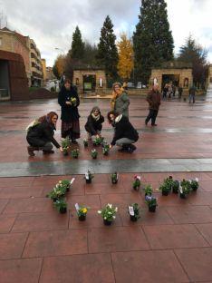 Foto 3 - Un solidario jardín 'planta' al machismo y a la violencia de género  en Mariano Granados