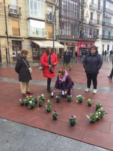 Foto 2 - Un solidario jardín 'planta' al machismo y a la violencia de género  en Mariano Granados