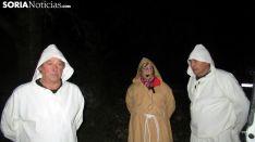 Paso del fuego por las ánimas en Las Cuevas de Soria