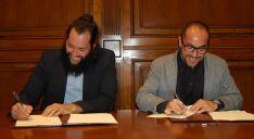 Sabin (izda.) y Rey en la firma del convenio. /Dip.