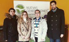 Los jóvenes sorianos, en la cumbre de Sigüenza. /NNGG PP Soria