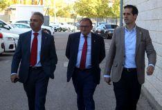 Paco Rubio junto a los nuevos dueños del Numancia.