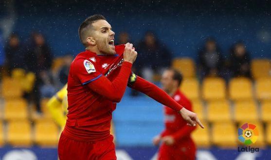 Julio Álvarez celebra un gol en Santo Domingo de Alcorcón. LaLiga