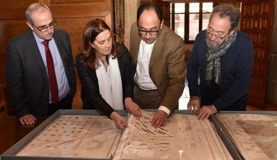 Entrega de las láminas restauradas al IES Machado. /Jta.