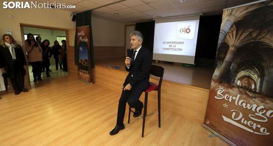 El ministro, en su charla sobre la Constitución ante escolares del CRA Berlanga. /SN