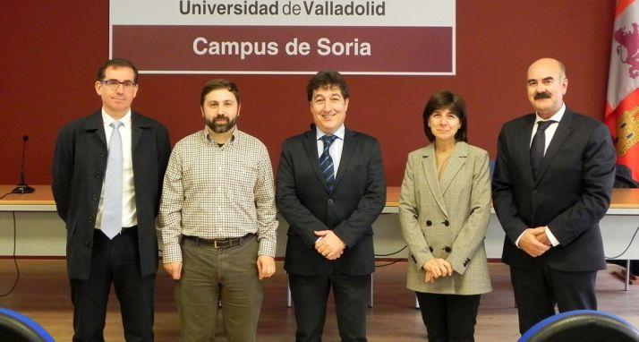 Arenales (2º izda.) con el tribunal calificador y la directora de la tesis.