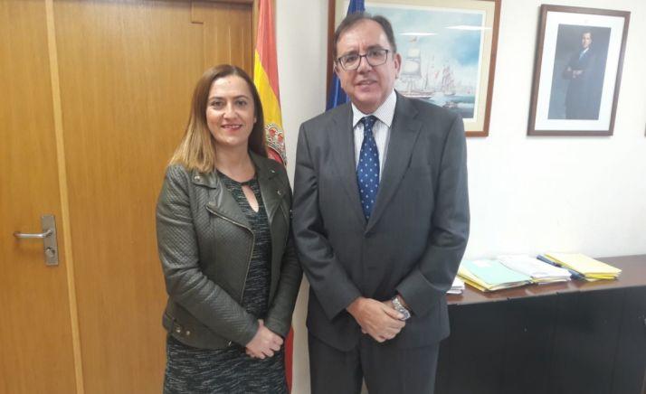 Virginia Barcones junto a Ángel Luis Ortiz.