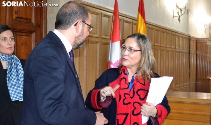 Soledad Borque, con el presidente de la Audiencia provincial de Soria José Manuel Sánchez Siscar. /SNt