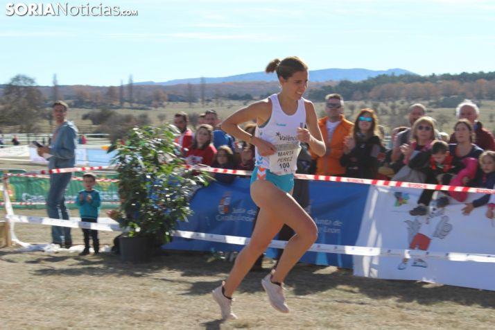 Marta Pérez alcanzando la meta del Cross de Soria el pasado curso. SN