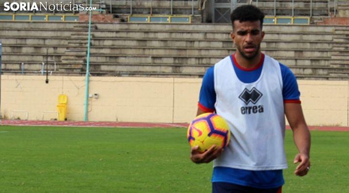 El jugador, en un entrenamiento en Los Pajaritos. /SN