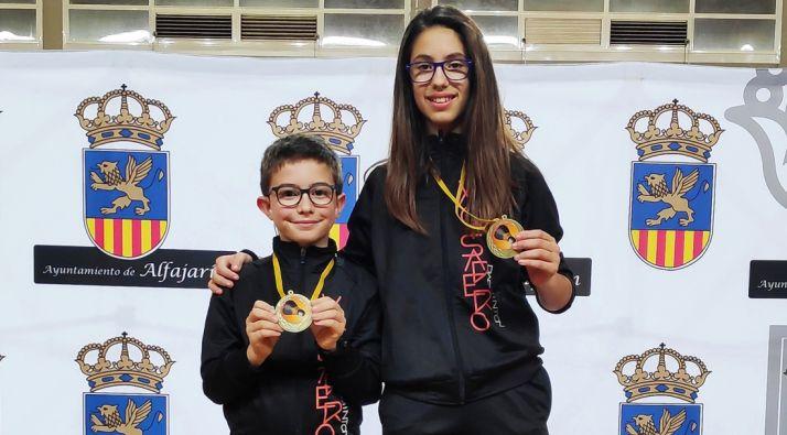 Hugo Sanz y Carmen Carro, con sus medallas en Alfajarín. /CVB