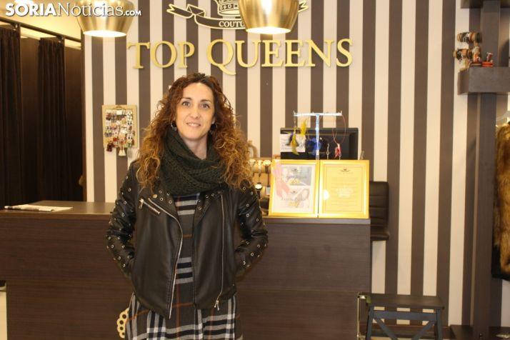Detalles y total look en un Top Queens que marca un estilo propio